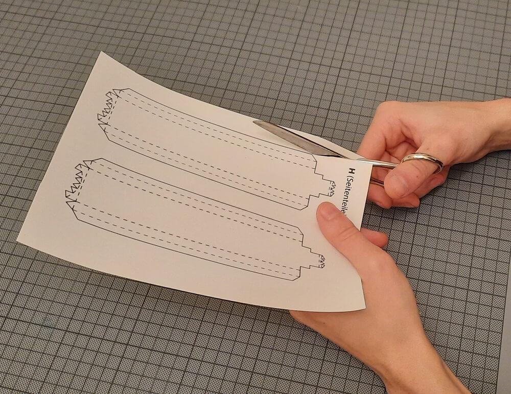 Bastelanleitung-Papier-Schere-Hand